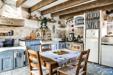 Atypical Provençal house for family holidays by easyBNB