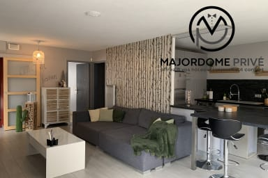 Nice T3 with Terrace - well-kept decoration - Near Tram A - spacious - #Y8