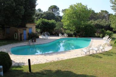 Les Messugues, Mas provençal typique avec piscine partagée, nature, calme