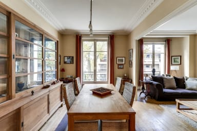 Family apartment near Paris