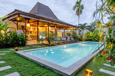 Villa exterior. Swimming pool, living area and kitchen