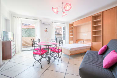 Appartement Thaumas / Cosy apartment in Cannes's old port