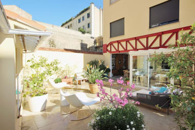 Appartement Mara / Big garden level apartment in the heart of Cannes