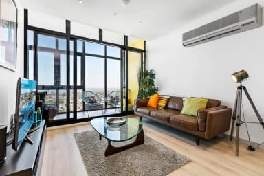 Sky high 2 Bedroom Southbank apartment +PARKING