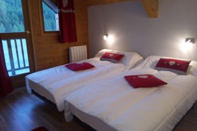 chambre 2 avec ses 2 lit une place