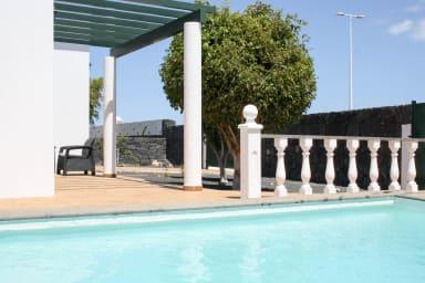 Villa Alisios | Acogedora villa con piscina privada en Playa Blanca