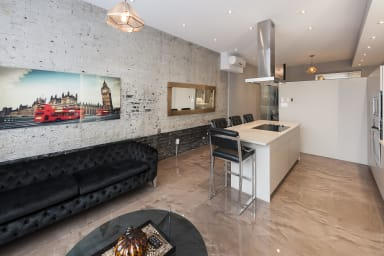 Beautiful Spacious Loft near Place des Arts