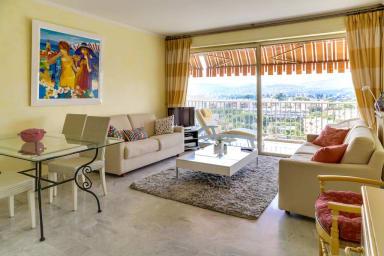 Appartement avec balcon et vue sur mer à Juan Les Pins – Welkeys
