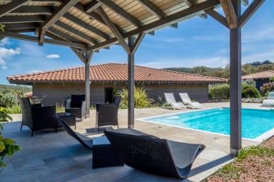 Belle villa Les Figuiers avec piscine en corse du S. entre mer et montagne