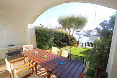 Wide house with A/C, WIFI, a garden and a 12m x 2,10m mooring