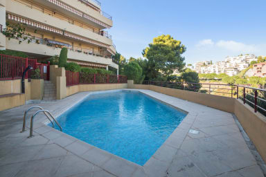 "Gorgeous apartment with a pool and a view over the ""Angels' Bay"" – Welkeys"