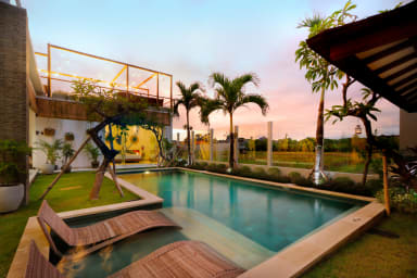 Exclusive Villas Complex, 7 BR, Seminyak Center w/ staff
