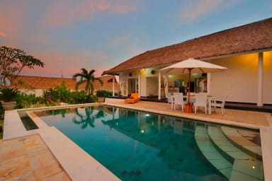 traditional Private Villa, 3 BR, Uluwatu w/ staff