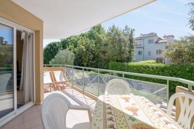 Appartement à 200m de la plage d'Antibes - W401