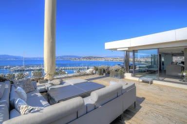 Incroyable et unique penthouse sur la croisette avec piscine privée