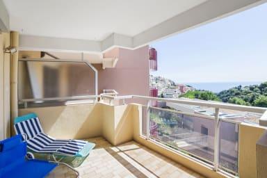 Appartement spacieux avec balcon et vue sur mer