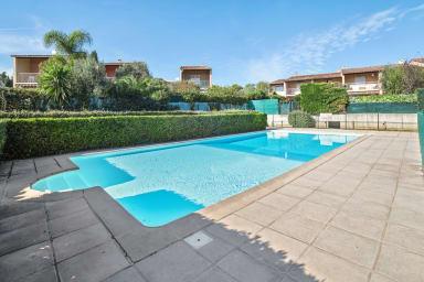 Charmant T2 avec piscine et parking proche de mer et des plages - Welkeys