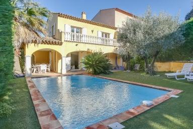 Villa Ilios / Magnifique villa calme avec piscine et jardin à Sainte-Maxime