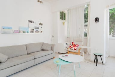 Emile Zola-sunny, peaceful space in BEST LOCATION