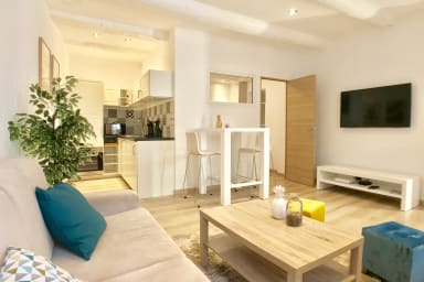 Apartment in the typical district of Old Antibes