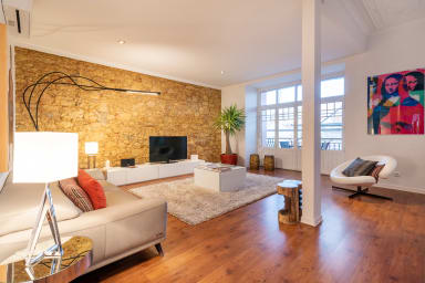 Spacious and Modern 3BR Flat with Terrace in Baixa
