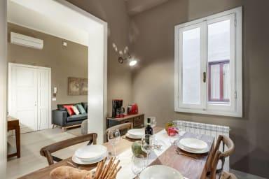 GIGLIO COURTYARD - Duomo Stylish Apartment!
