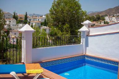Private pool (3m x 3m)