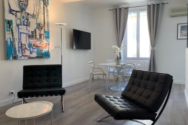 Modern apartment in Cannes Golden quarter with sea view !