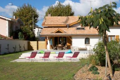 Belle maison landaise avec piscine pour 12 Pers.