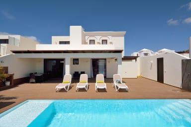 Villa Victoria | Villa de tres habitaciones con piscina privada y aacc