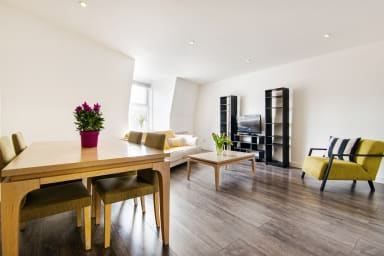 HAMPSTEAD SUITES Lovely 2-Bedroom Apartment
