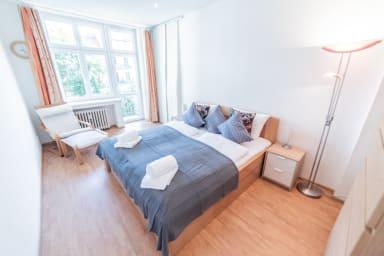 Appartement avec terrasse dans cour calme et verte par easyBNB