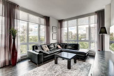Beautiful 2 bedroom apartment with terrasse over looking park with parking