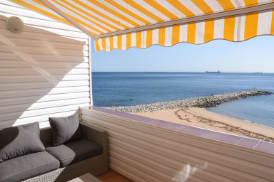 Peaceful beachfront Apt with spectacular views