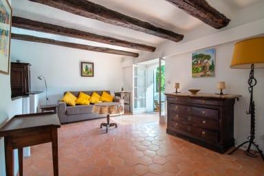 Appartement 2 étoiles avec beaucoup de cachet et terrasse à Cannes