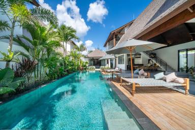 Exclusive Villas Complex, 8 BR, Canggu w/ staff