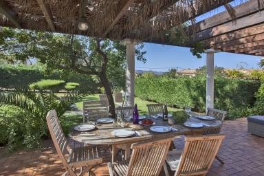 Villa albizzia a 5min da Calvi a 3 km dalle spiagge, piscina comunale risca