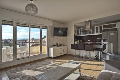 4 BR bright and sunny in residence w/ pool - Ideal families and congresses