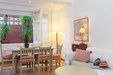 Av. Sarrià 1 -ideal families, wifi and 15min from La Rambla!
