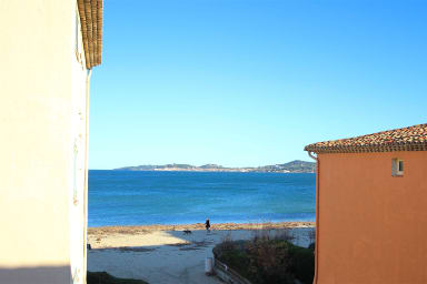 Fully renovated house next to the beach - 11m mooring