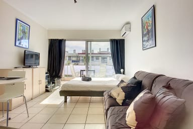 (007) Studio close to the Palais of Festivals air-conditioning and parking