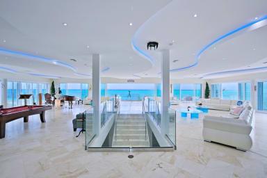 Impulse Beach Estate //High-end Luxury Beachfront on Grace Bay // 20 guests