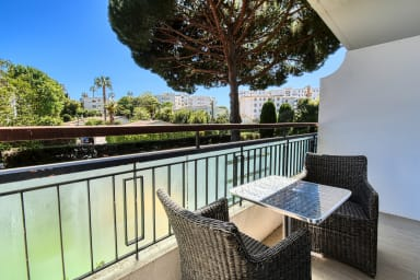 Bright and calm studio w/ terrace in Cannes, close to Croisette - Welkeys