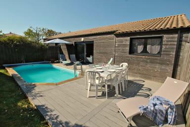 Jardin clos et piscine chauffée