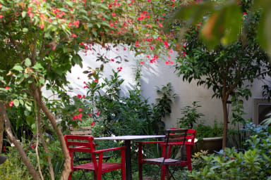 Magical apartment with Garden, Spacious & Clean BY6
