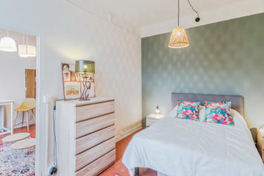Bright one-bedroom with A/C near Avignon's city walls - Welkeys