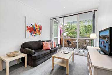 Spacious 2 Bedroom apartment in South Melbourne