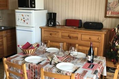 Coin table, TV et autre électroménager