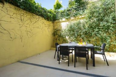 Apartment with Private Garden near Baixa