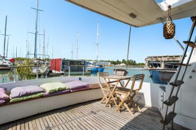 Charmant T3 sur bateau avec terrasse sur les eaux de Bordeaux – Welkeys